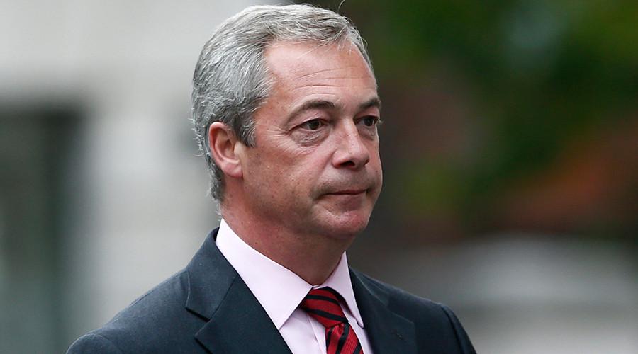 Nigel Farage: Juncker je úplný idiot. Idiot, inak ho nejde nazvať | ParlamentniListy.cz