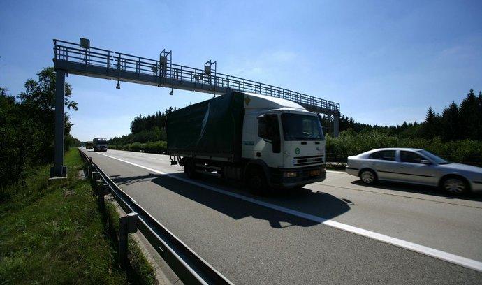 E15:  Koniec sociálneho dampingu aj diaľničných známok. Európska komisia prevracia kamiónovú dopravu
