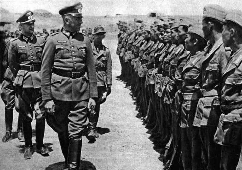 Prehliadka oddielu krymských Tatárov zaradených do nacistickej armády