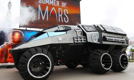 """VIDEO: NASA odhalila nový """"batmobil"""", ktorý vyšle na Mars"""