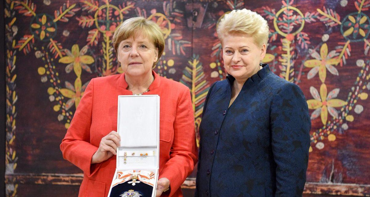 Merkelová dostala vyznamenanie od litovskej prezidentky. Za zodpovedné vedenie Európy a jej bezpečnosť