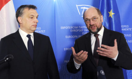 POLITICO: Schulz hrozí Maďarsku aj Česku. Utečenci nie sú nemecký problém. Nechcete ich? Tak nedostanete dotácie