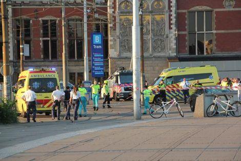MIMORIADNA SPRÁVA: Auto v Amsterdame nabehlo do skupiny ľudí. Vodiča zadržala polícia, píše Telegraaf