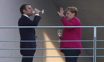 KOMENTÁR: Nemecko skončilo v posteli s Francúzskom. Merkelová nemá na výber, Macron sa chopil šance