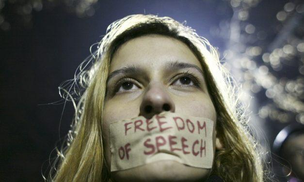 Zamyslenie na víkend: Obmedzovanie slobody slova je protiústavné, tvrdí Ústavný súd