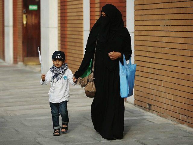 """BREITBART: Islamisti z celej Európy sa sťahujú do Anglicka, aby mohli """"slobodne"""" praktizovať radikálny islam"""