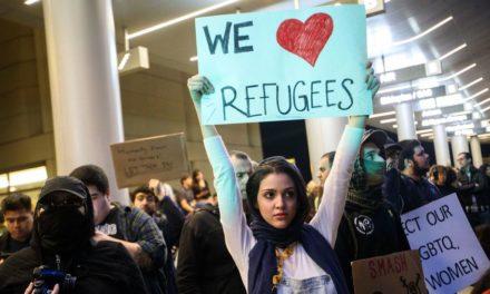 Počet utečencov prijatých Spojenými štátmi klesol na polovicu