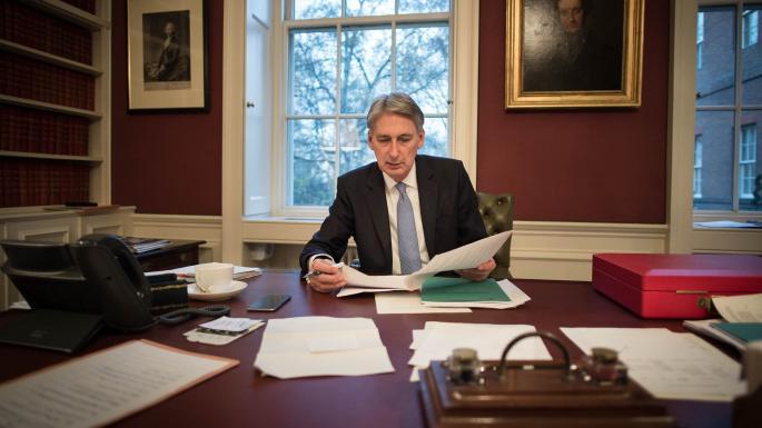 Mayovú by mal nahradiť minister financií Hammond
