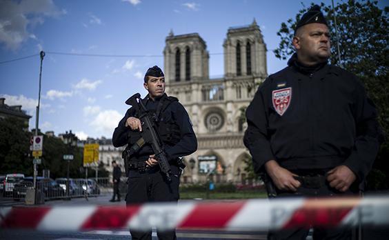 INDEPENDENT: Útočník z Notre-Dame bol nositeľom ceny Európskej komisie!