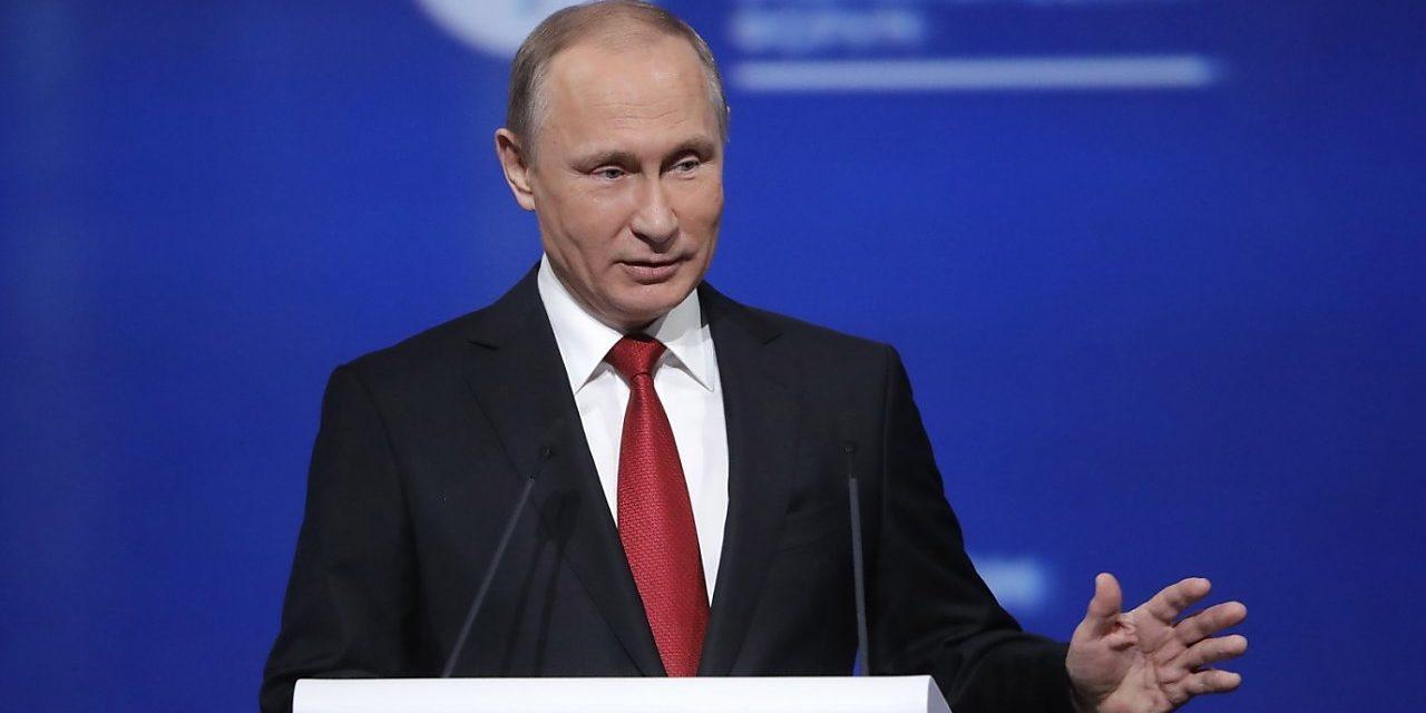 Demokratov unavuje rozprávka o údajnom prepojení Trumpa s Ruskom, riešia podstatné problémy
