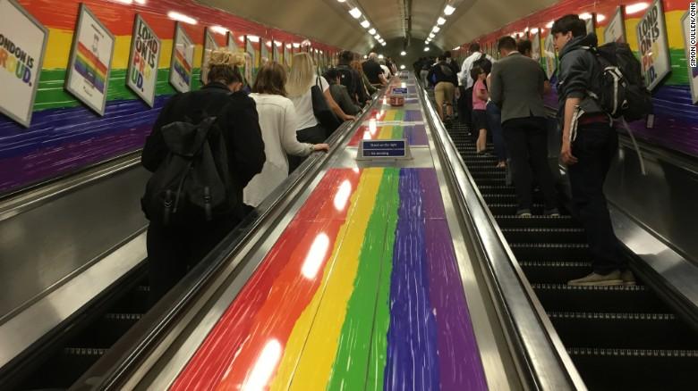"""Londýnske metro nebude svojich pasažierov zdraviť """"dámy a páni"""" aby tak nediskriminovalo ostatných"""