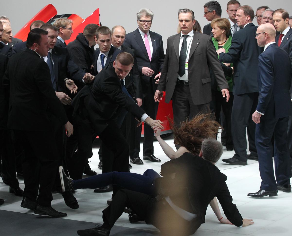 Femen, Putin, Merkelová