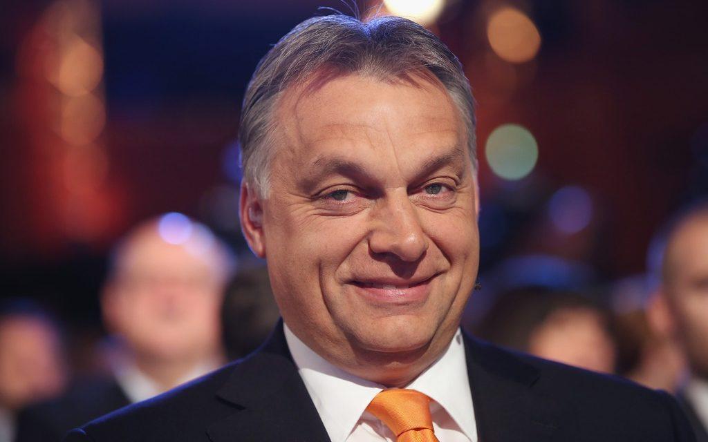 Únia je v šoku. Vláda Donalda Trumpa začína podporovať Orbána.