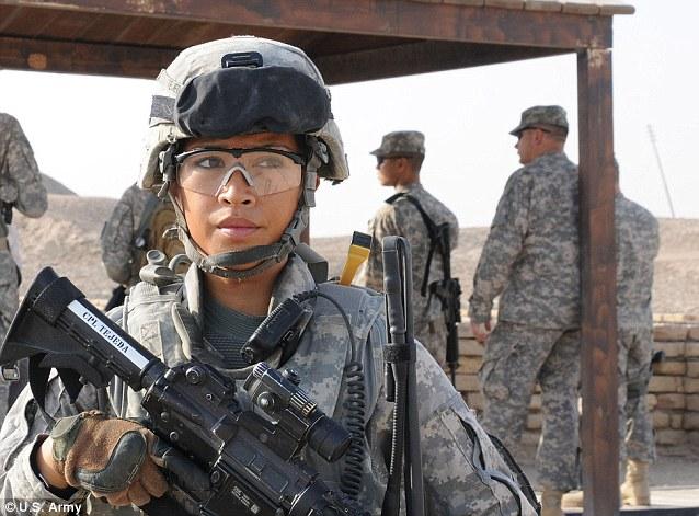 ARMÁDA: Čisto mužské armádne jednotky sú efektívnejšie, než zmiešané.