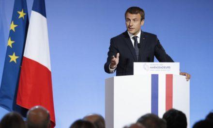 REUTERS: Emmanuel Macron v útoku na špeciálne dôchodky veľkých štátnych organizácií