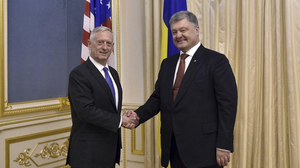 UKRAJINA: Minister obrany USA James Mattis priviezol zbrane