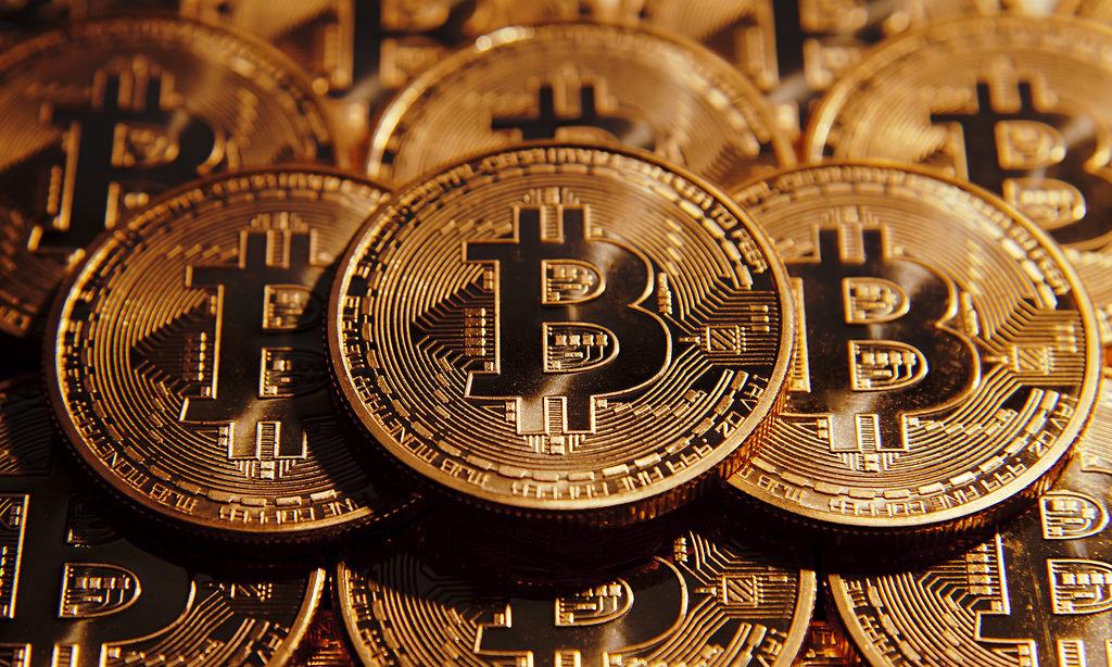 Bitcoin prelomí 100 miliárd dolárov v celkovej hodnote, stúpa prvýkrát v histórii za hranicu 6000 dolárov