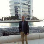 Brit odsúdený na tri mesiace v dubajskom väzení za to, že sa nechtiac dotkol muža v bare