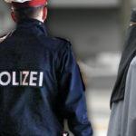 Bitka kvôli zákazu buriek: moslimka napadla učiteľku a musela zasahovať polícia. Píše Kronen Zeitung
