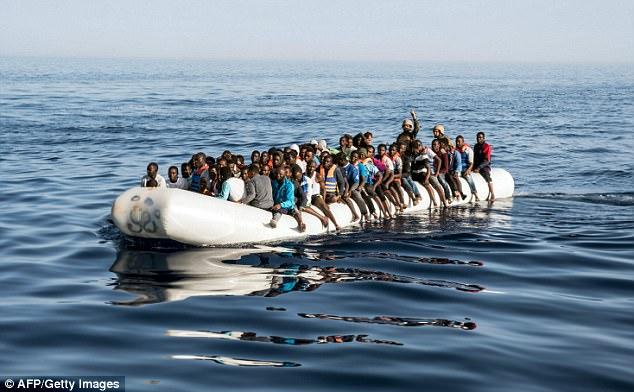 EÚ oznámila plán na prijatie ďalších 50 000 migrantov z Afriky. Prichádza s novou schémou prerozdeľovania imigrantov