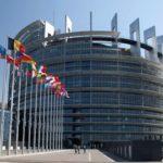 NOVINKY Z EÚ: spotrebitelia budú využívať bezpečnejšie a inovatívnejšie elektronické platby