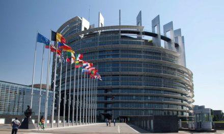 EUROPARLAMENT: EÚ si posvieti na podvodné e-shopy. Bola schválená prísnejšia legislatíva