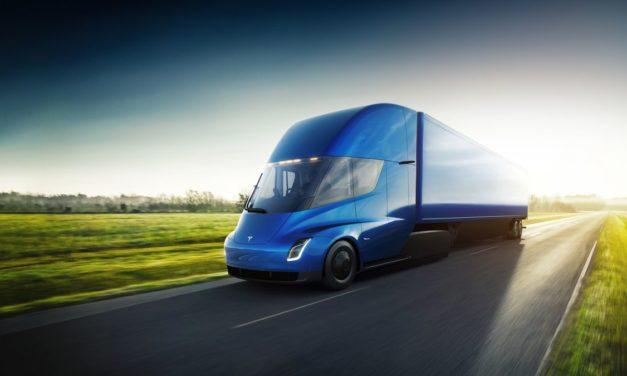 VIDEO: Tesla predstavuje elektrický kamión Semi a športiak Roadster