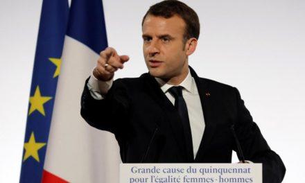 """LE PARISIEN: """"Spoločnosti dominujú muži a s tým je potrebné skoncovať,"""" tvrdí Macron"""