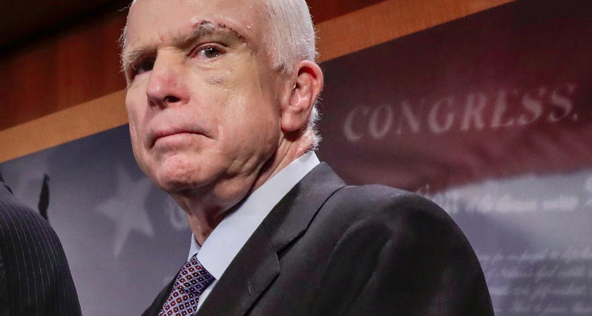 Trump podľa McCaina verí kágébákovi. Rusko sa snažilo ovplyvniť americké voľby, opakuje CIA
