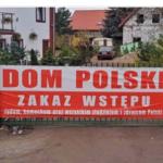 """""""Zákaz vstupu židom…,"""" napísal na svoj hotel poľský majiteľ, ktorý pálil figurínu žida na protiutečeneckej demonštrácii"""