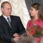 Vladimir Putin možno presunie tradičný prejav k parlamentu na budúci rok. Zrejme ho spojí s prezidentskou kandidatúrou