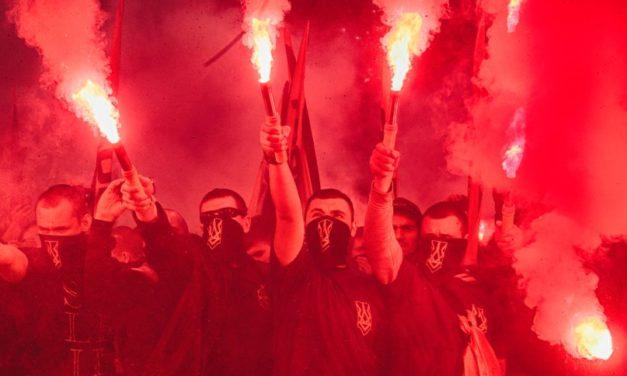 """Spiegel: Neonacisti  z ukrajinského """"Azova"""" chcú """"znovu dobyť Európu""""!"""