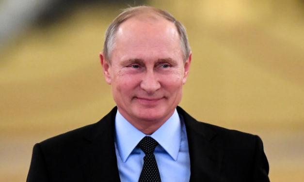 Víťazný Putin navštívil Sýriu a odvádza domov vojakov