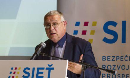 """Portál vlastnený firmou Slovak Telekom zverejnil """"konšpiračný"""" komentár"""