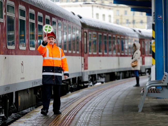 Cesta rýchlikom z Bratislavy do Žiliny sa od 10. decembra skráti