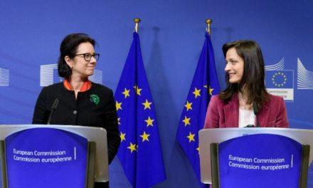 EU Observer: EÚ Komisia pripravuje návrhy ako riešiť falošné správy