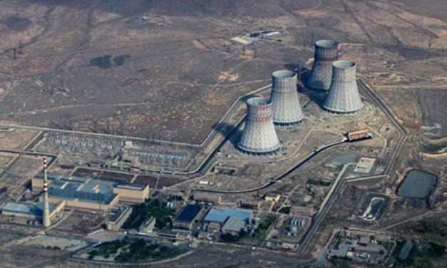 EÚ prikázala Arménsku zavrieť atómovú elektráreň, ktorá produkuje 40% energie