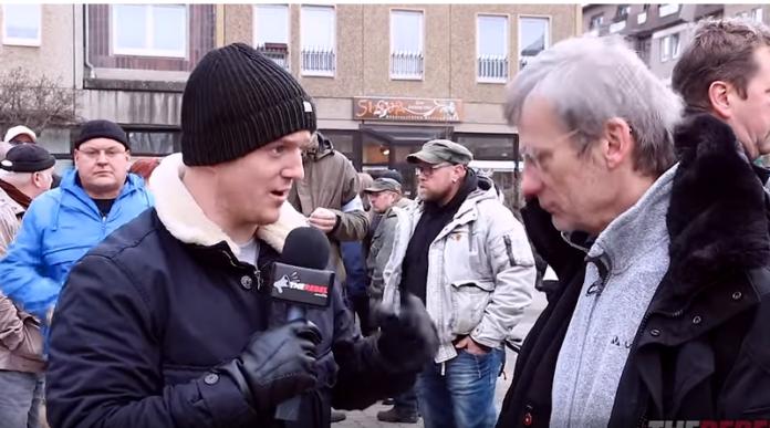 """MUSÍTE VIDIEŤ: Angličan nahral mainstreamových """"novinárov,"""" ako zvráteným spôsobom klamú a manipulujú"""