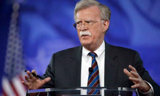 Bude Trump a jeho poradca Bolton bojovať v Sýrii?