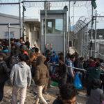 Kurdi v gréckom utečeneckom tábore sú masakrovaní Arabmi. Vraj kvôli tomu, že sa nepostia