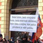 """Aktuálne – NAKA zasahuje proti """"extrémistom"""", 6 obvinených. Ide o zásah proti kritikom presídľovania migrantov na Slovensko?"""
