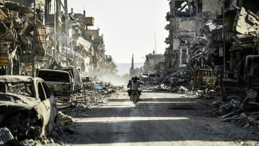 """ANALÝZA bombardovania Rakka a Aleppo.Médiá a politici tie isté bomby delili na """"dobré"""" a """"zlé"""""""