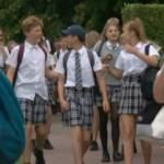 Ak je v Anglistane chlapcom v lete teplo, majú na výber. Dlhé nohavice alebo dievčenská sukňa.