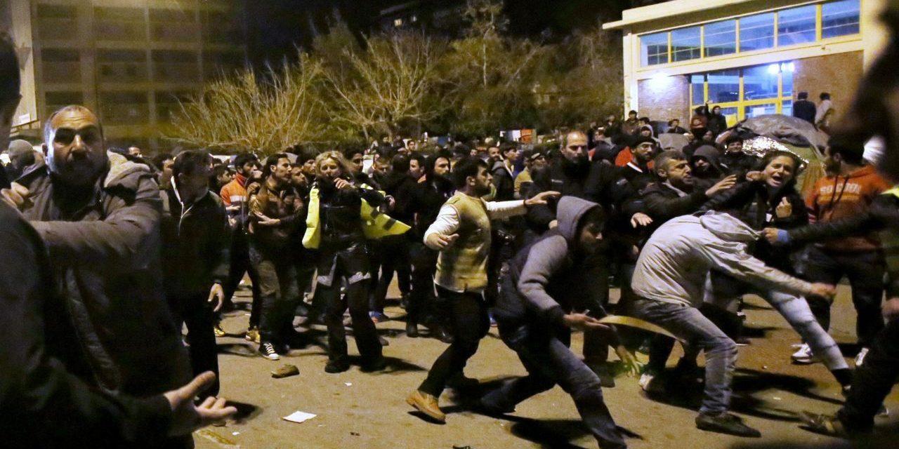 ŠTĚPÁN KOTRBA: Migrantov raz budeme strieľať