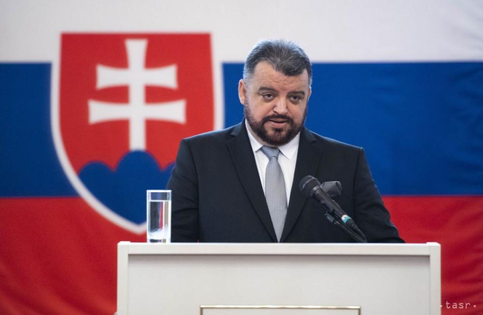 Prezidentský kandidát Chmelár útočí na Orbána. Naznačuje jeho spojenie s korupčnou mafiou.