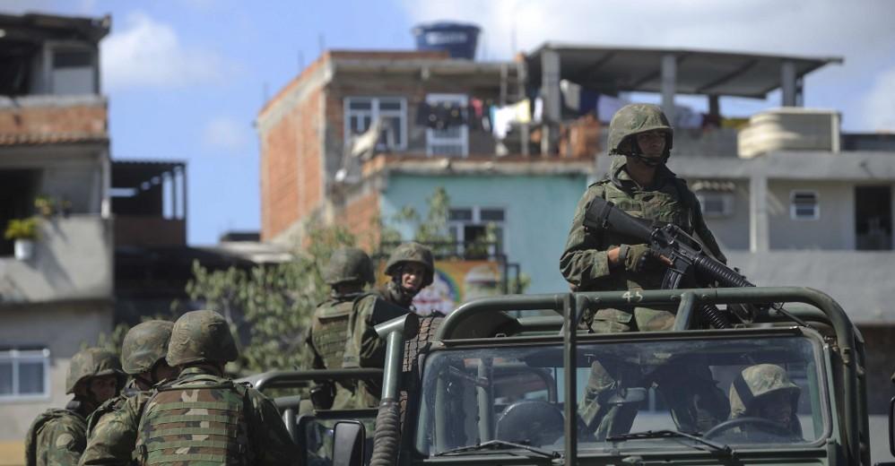 DAVID KARÁSEK: Ako okupovať krajinu bez jediného výstrelu