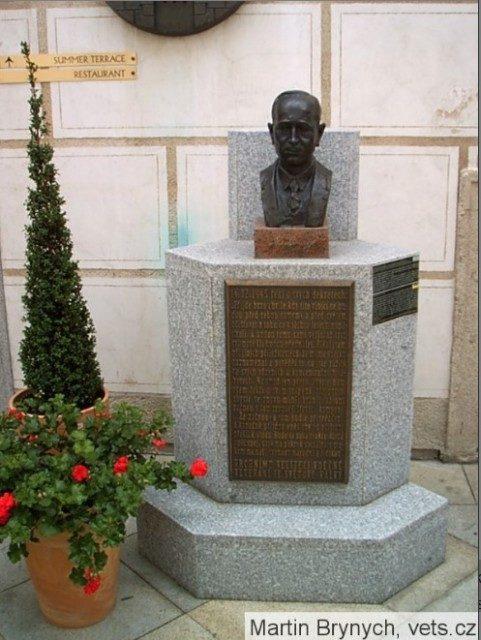 O jednej buste a jednej pamätnej doske V meste Český Krumlov, Horní 154, na…