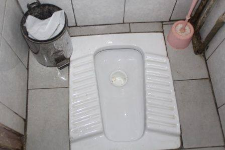 99 pohlaví na jednom WC