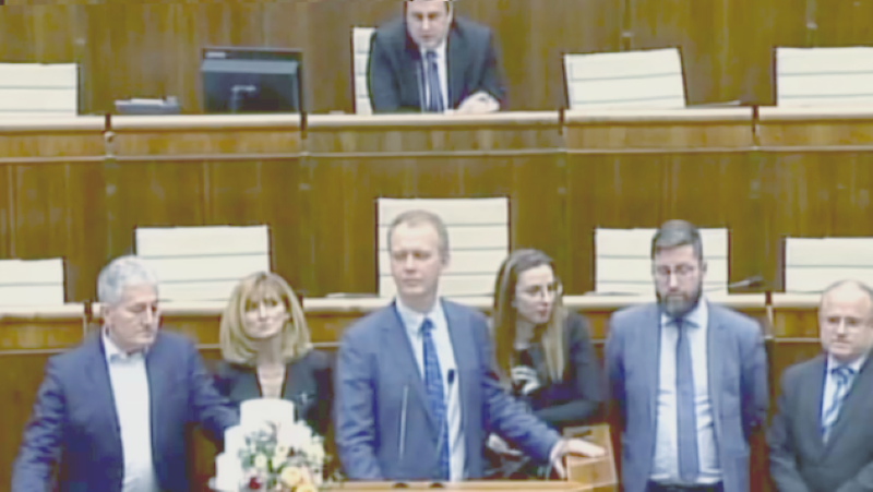 Ak by mal systém dať niečo navyše občanovi Slovenska, to radšej progresívci vlastnými telami kecpult zablokujú