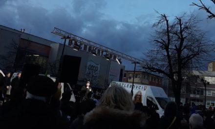 Smer, ĽSNS a SNS ťahajú esá a Čaputová je straníčka v prezidentskom kresle